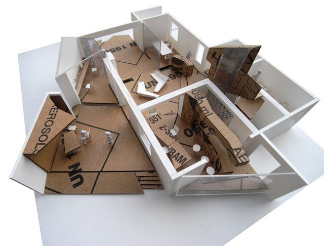 makieta biura zbrązowego kartonu