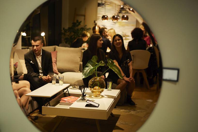 goście 20-lecia BoConcept wPolsce uchwyceniu wlustrze