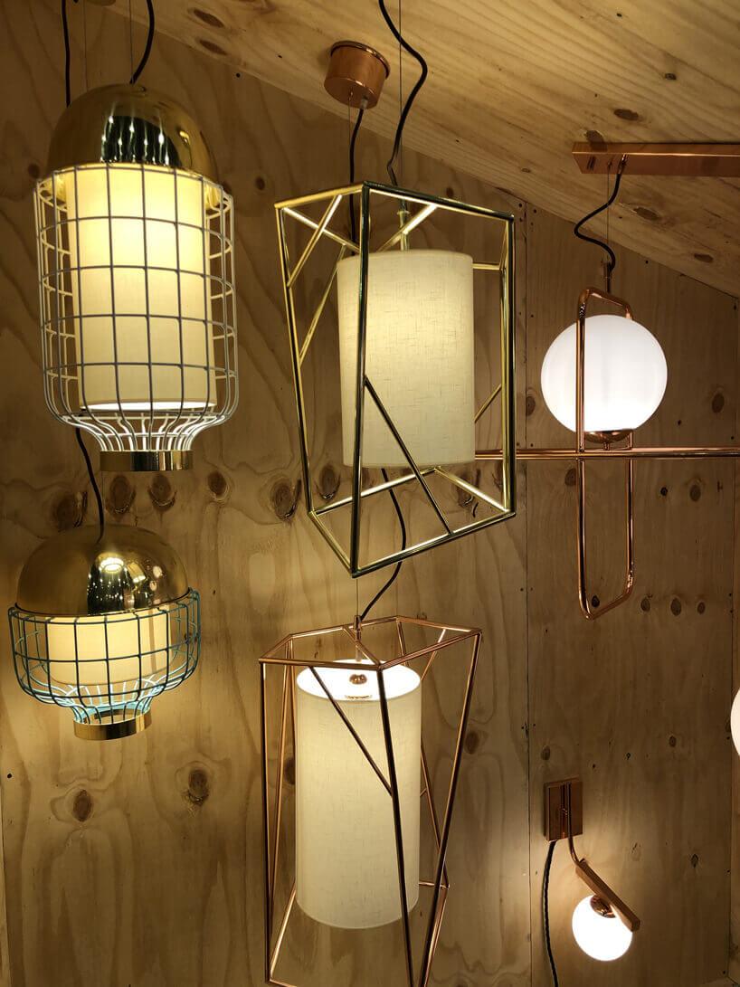 żółte lampy naścienne