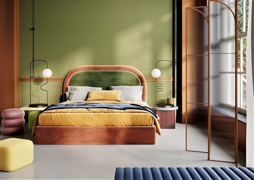 zielona oliwkowa ściana zpomarańczowym łóżkiem sypialnianym ipółokrągłym zagłówkiem