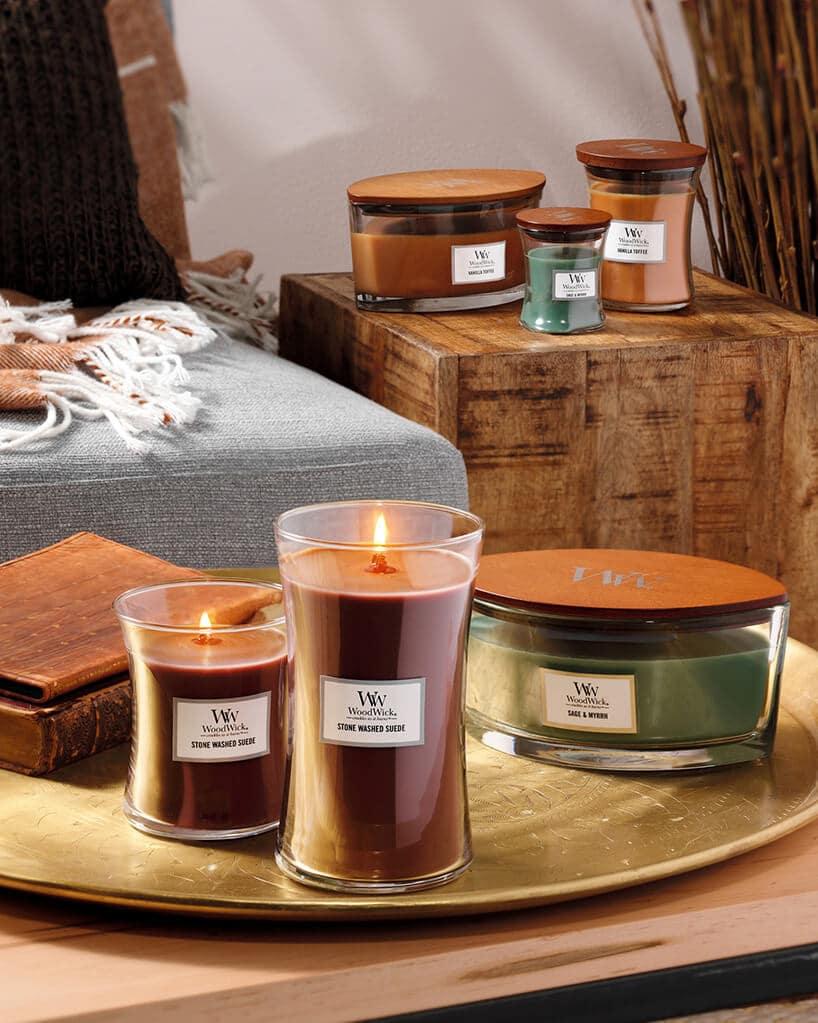 świeczki zapachowe wkolorze zielonym iczerwony Woodwick
