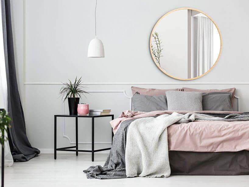 skandynawskie wnętrze minimalistyczne zakcentami kolorystycznymi