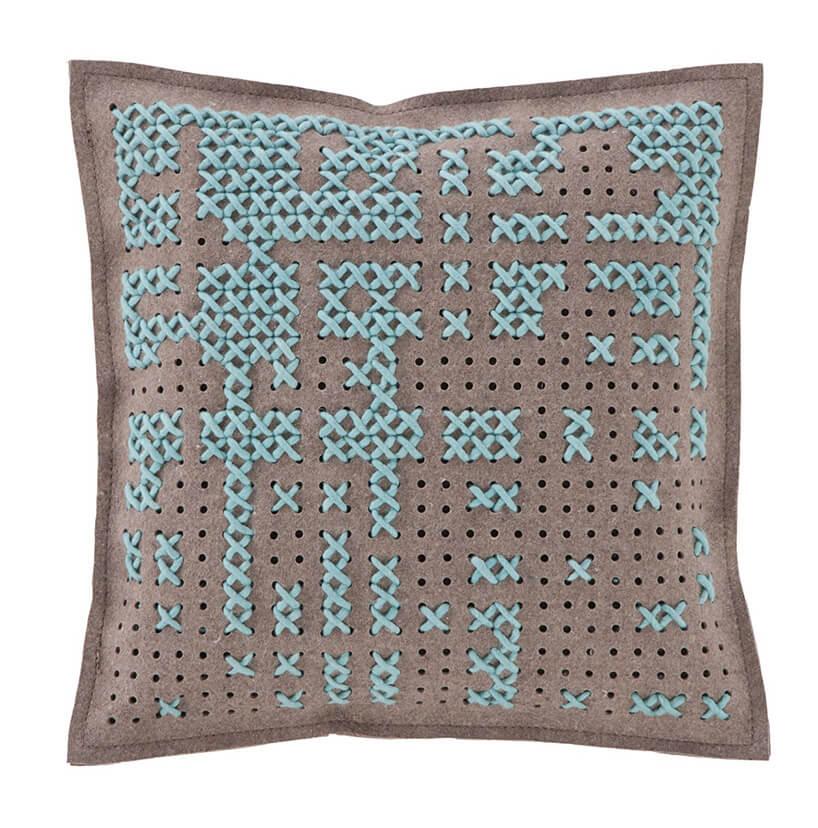 niebieska poduszka zwzorem