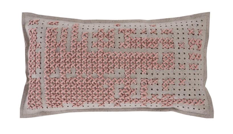 jasno różowa szeroka poduszka