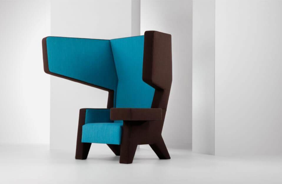 nietypowy niebiesko-brązowy fotel EarChair