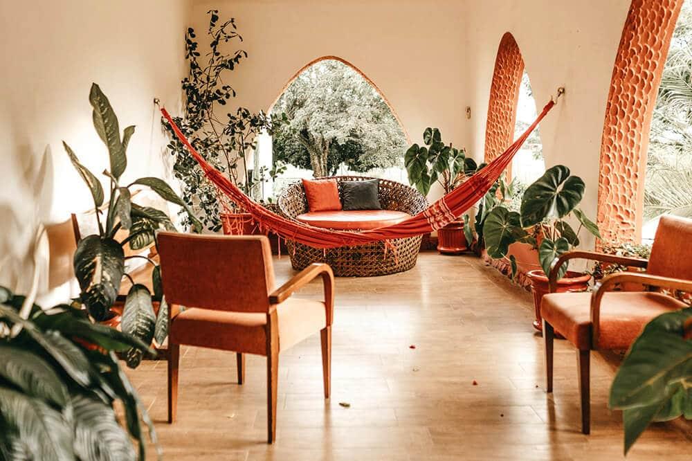 Miejska dżungla na własność: styl urban jungle wdomu imieszkaniu