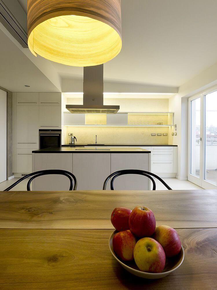 kuchnia zdużym stołem
