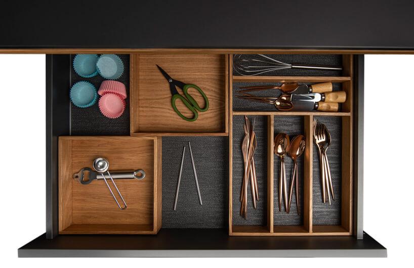 różnego rodzaju akcesoria kuchenne wszufladzie zprzegrodami