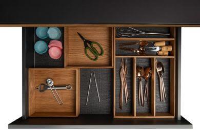 szuflada z poukładanymi rzeczami