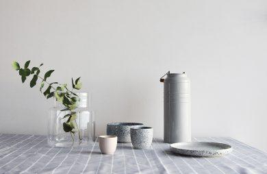 zestaw ceramiczny z kolekcji Mess od AOOMI Studio