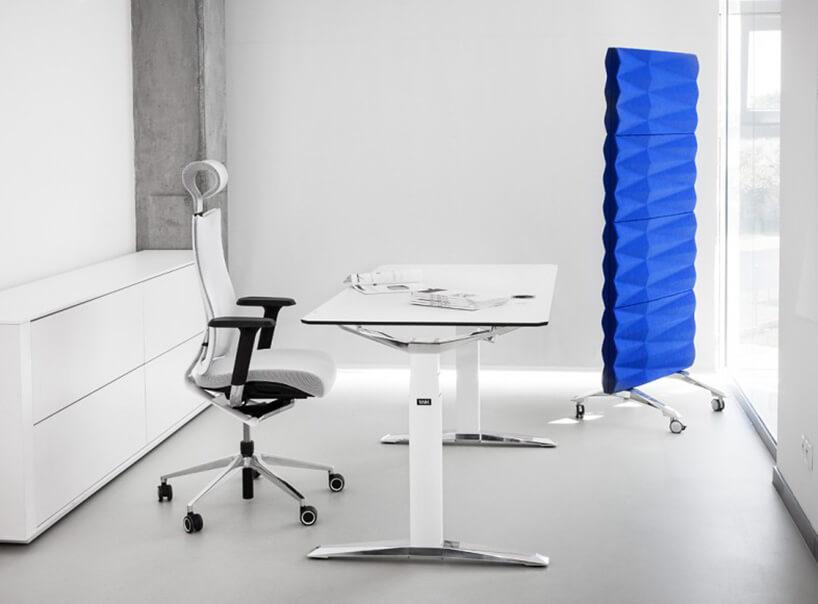 biurko, fotel imobilna ścianka