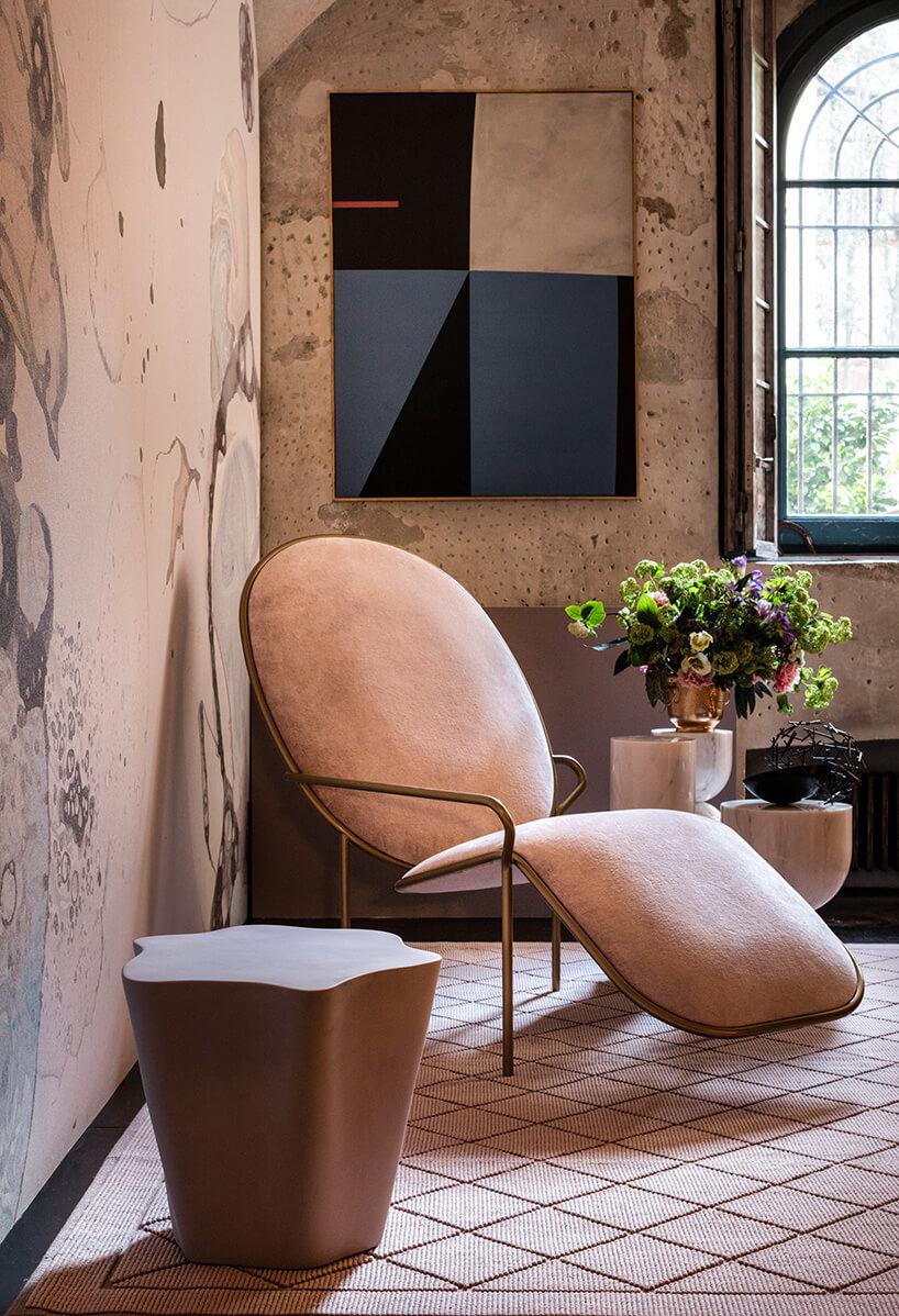 Stylowy fotel wpudrowym pokoju