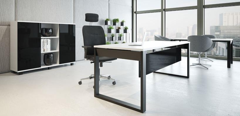 nowoczesne czarno białe biurko wnowoczesnym biurze
