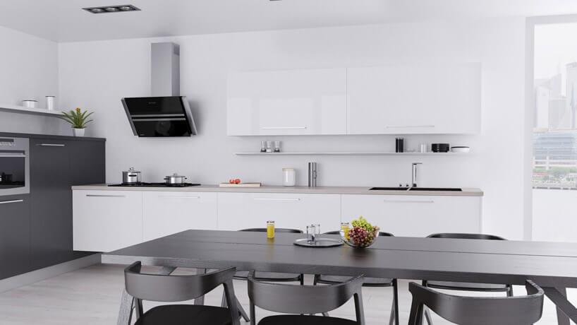 szary stół zkrzesłami wperłowej bieli kuchni