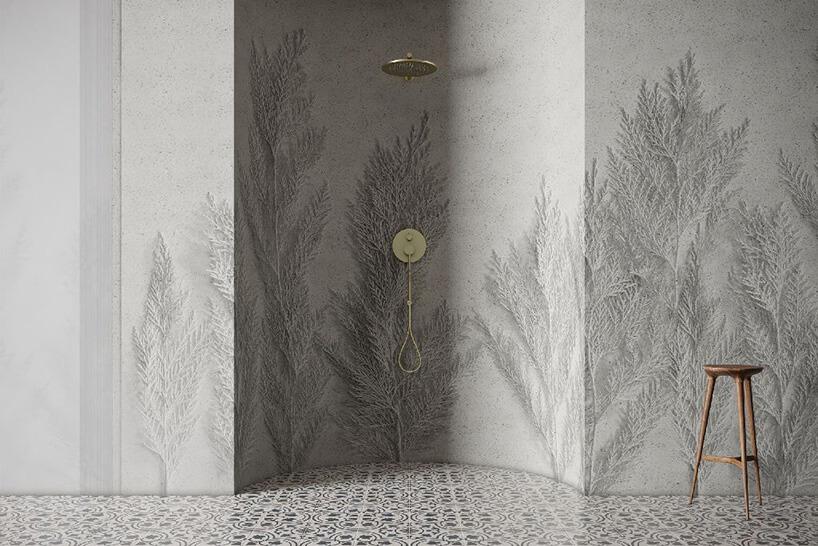 prysznic wzagłębieniu zbetonowymi odciskami roślin