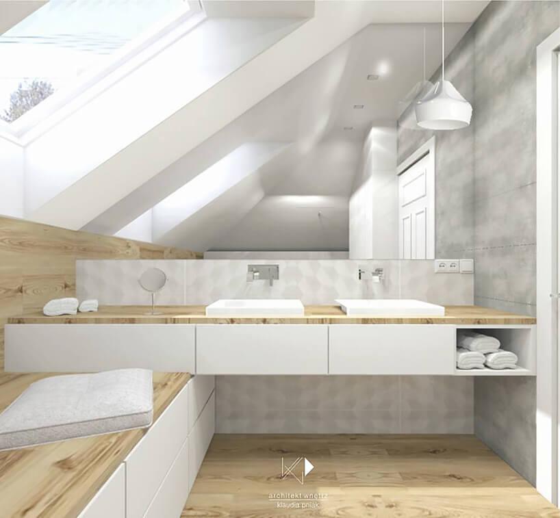 biała łazienka zdrewnianymi elementami na poddaszu