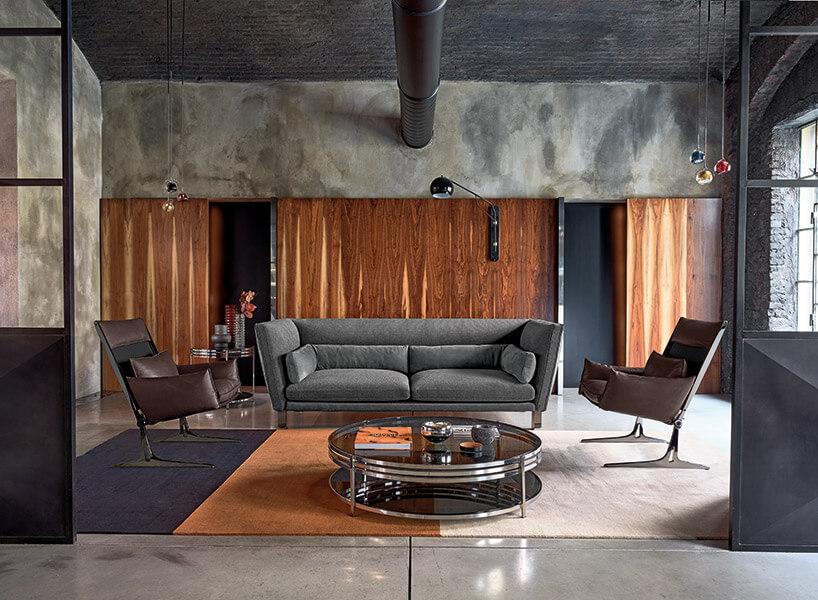 salon zszara kanapą ibrązowymi fotelami