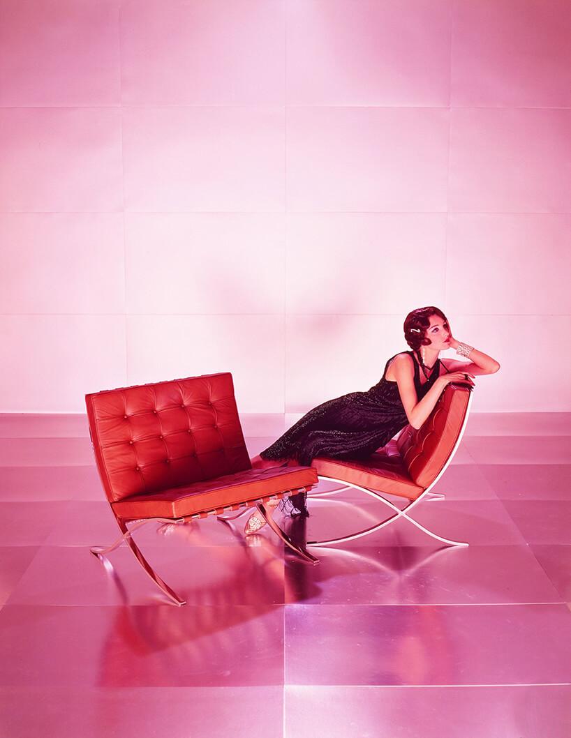 różowe zdjęcie reklamowe krzesła Barcelona