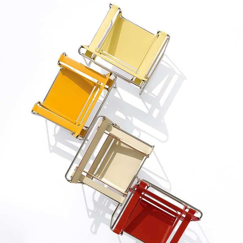 cztery krzesła wszampańskich kolorach zlotu ptaka