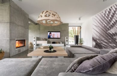 elegancki duży salon wykończony betonem architektonicznym