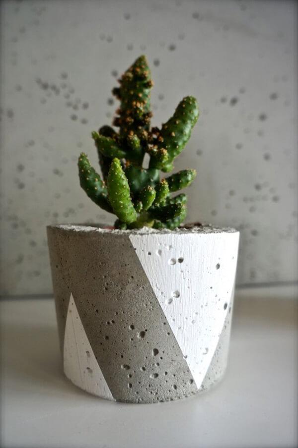 ręcznie malowana doniczka betonowa