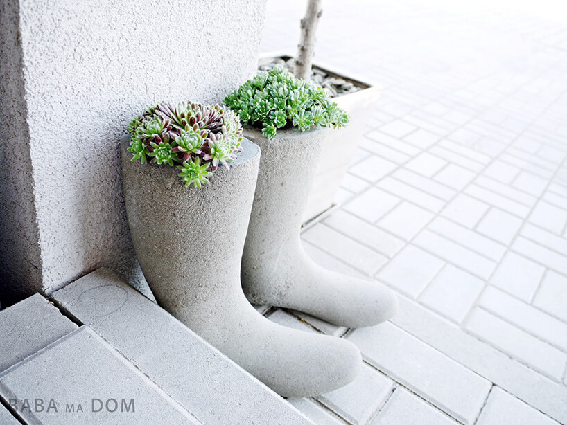 betonowe doniczki na werandzie