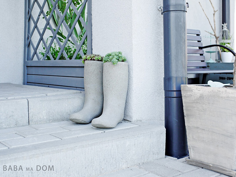 betonowe kalosze jako doniczki