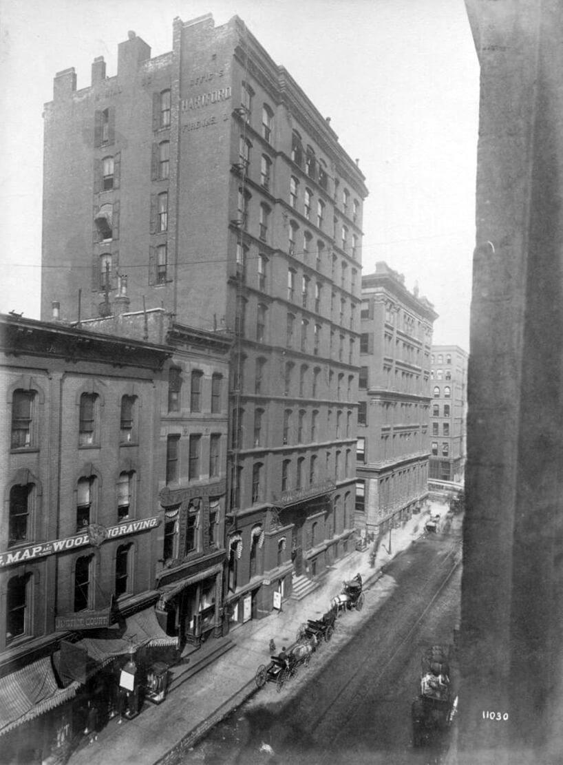 stare czarno białe zdjęcie biurowca Montauk Block