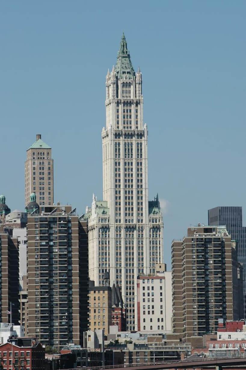 strzelisty stopniowy jasny biurowiec Woolworth Building