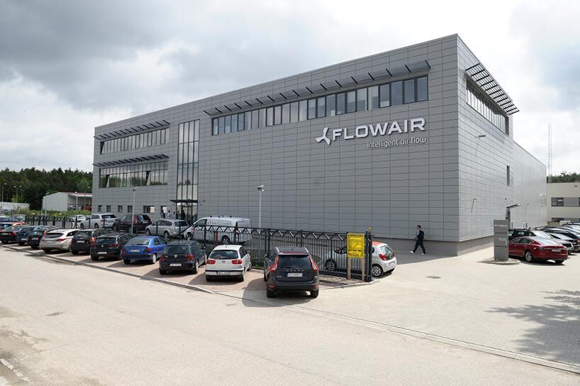szara elewacja budynku FLOWAIR