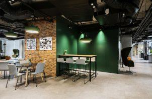 aranżacja biura Stalgast od MADAMA przestrzeń odpoczynku z różnymi miejscami do siedzenia