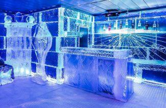 podświetlony na niebiesko lodowy bar