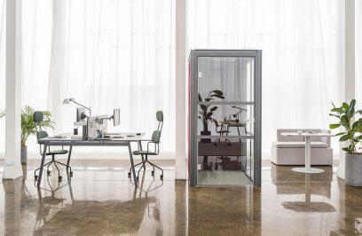 nowoczesne boksy akustyczne Hako od MDD w aranżacji nowoczesnego biura z kamienną podłogą