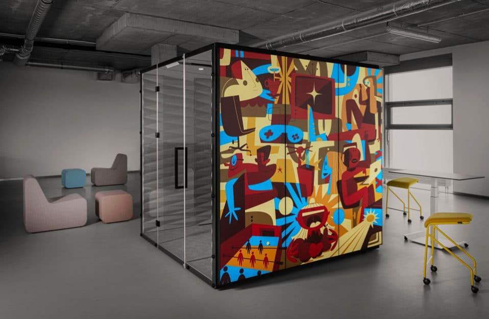 boks akustyczny WALL_GRAPHIC_LIGHT od VANK w szarej przestrzeni open space