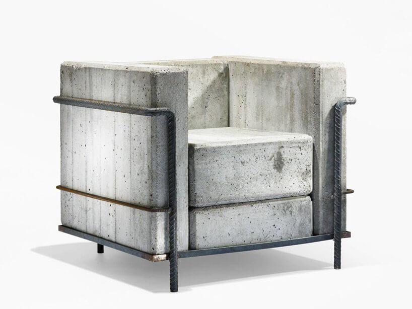 wyjątkowy fotel ze stelązem zmetalowych prętów zbrojeniowych ibetonowych bloków
