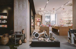 eleganckie wnętrze butiku z artykułami dziecięcymi projektu od Studio.O.