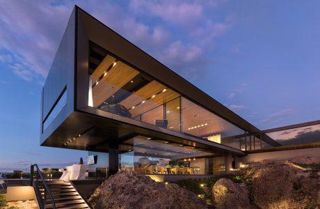 efektowny nowoczesny dom na wzgórzu Casa La Roca w Meksyku
