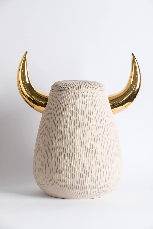 ceramiczny pojemnik zrogami