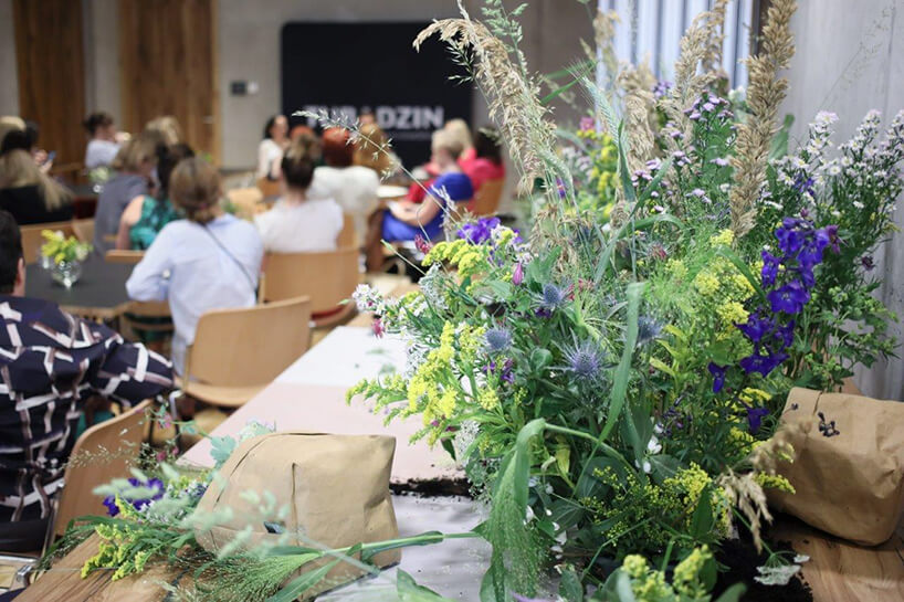 bukiet ziół ikwiatów podczas spotkania Ceramiki Tubądzin