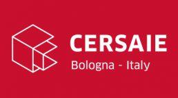 białe logo na czerwonym tle Cersaie 2019