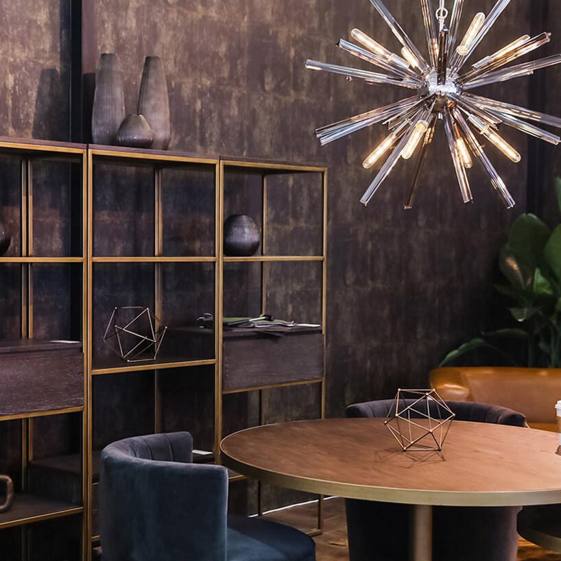 aranżacja stoiska na Furniture China 2018 okrógły sół pod wyjątkowa lampą