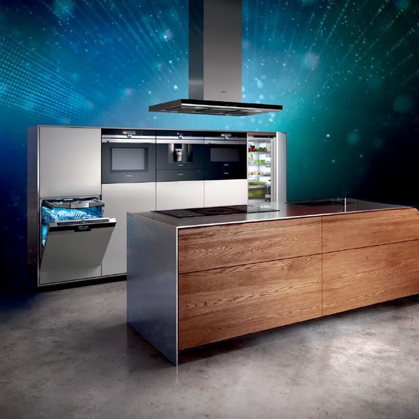 aranżacja nowoczesne kuchni zwyspą wraz ze sprzętem Siemens