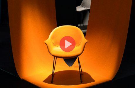 zdjęcie żółtego krzesła od CLAUDIE design na Warsaw Home 2019