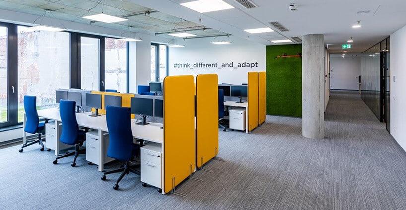 nowoczesne stanowiska do pracy biurowej