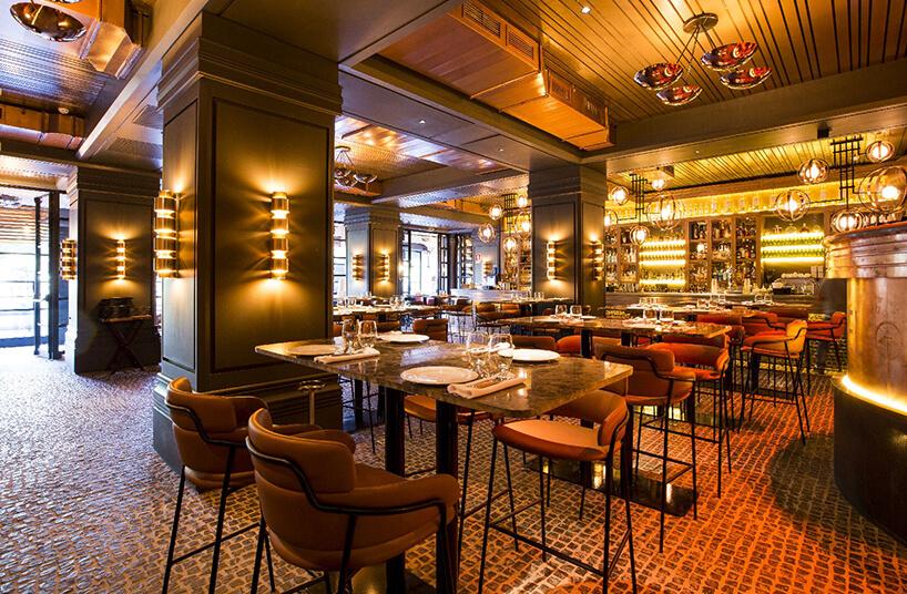 eleganckie wnętrze restauracji TATEL wMadrycie zladami iblatami stołów od Cosentino
