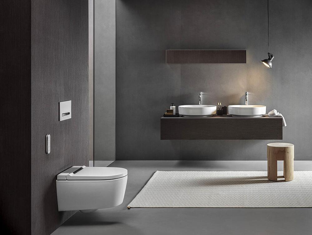 Czerń, drewno iinteligentne wyposażenie: trendy łazienkowe 2021