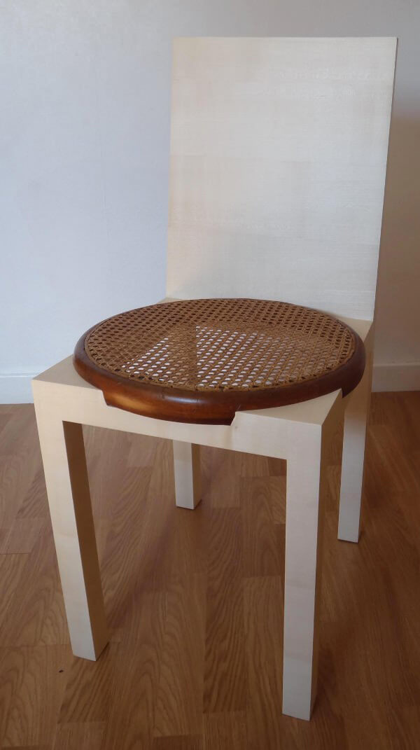 stare siedzisko wnowym krześle