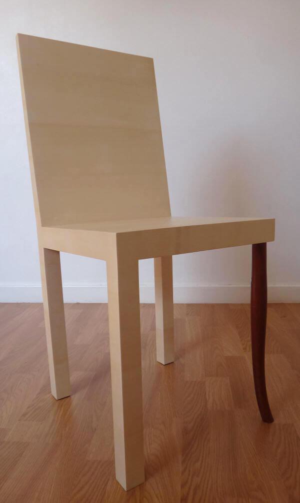 nowe krzesło ze starą nogą
