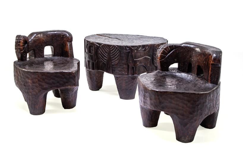 brązow zestaw mebli zciosanego drewna