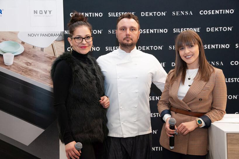 mężczyzna stojący pomiędzy dwoma kobietami na Design od Kuchni 2019